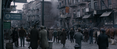 Fantastic-Beasts-and-Where-to-Find-Them-2016-BluRay-2160p-Atmos-TrueHD7-1-x265-10bit-CHD.mkv_snapshot_00.22.03.png