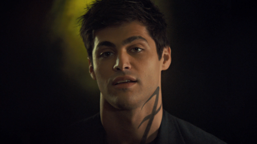 Shadowhunters.S03E02.The.Powers.That.Be.720p.AMZN.WEB-DL.DDP5.1.H.264-NTb.mkv_snapshot_16.38_2018.04.07_17.09.38.png