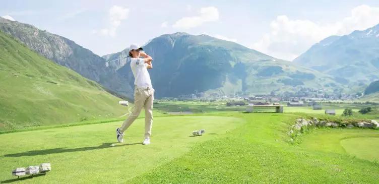 安德玛特期待您挥击高尔夫的身影